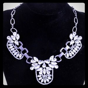 Jewelry - ✨CLEARANCE✨ Silver Rhinestone Statement Necklace