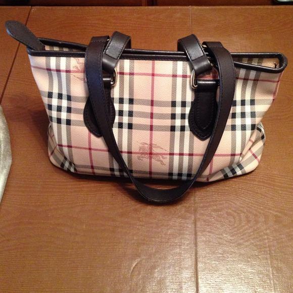 f8083abb8b4d Burberry Handbags - Authentic Burberry purse