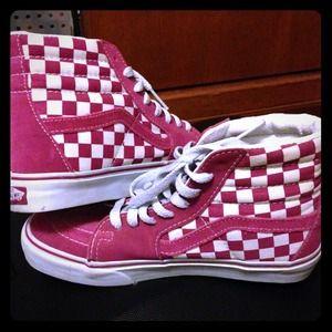 Get - pink checkered high top vans