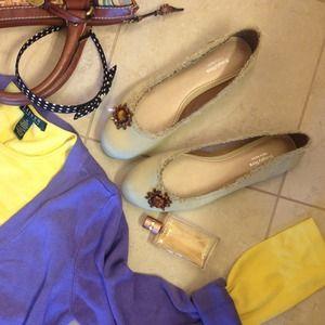 Vera Wang Shoes - ❤️50% off the price❤️NWOT Vera Wang  flats