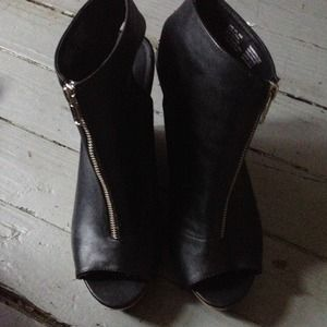 Black Size 9.5 Vera Wang Wedge Heels