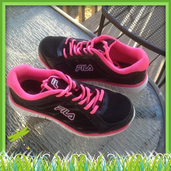 2904d02b24d0 Black   Pink Fila.