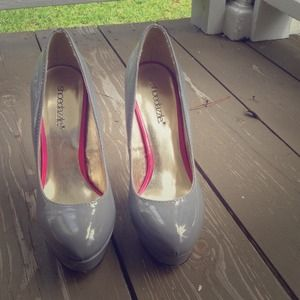Grey pumps with pink sole