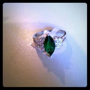 Jewelry - Emerald ring