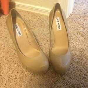 Brand new Steve Madden nude size 8