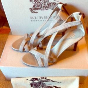 New Burberry leather heels in beautiful nude color