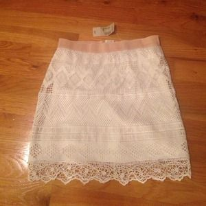 NWT cream lace American Eagle skirt size 0