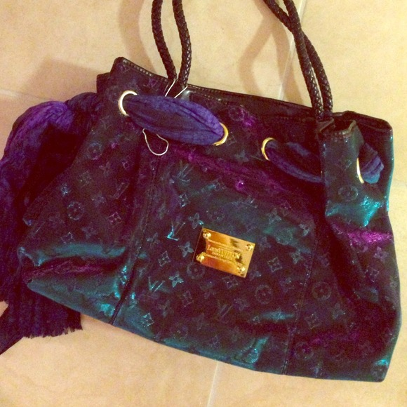 Louis Vuitton Handbags - RARE Color changing Louis Vuitton bag ! 😍✨🎀💙💜 8e9ad05b90a19