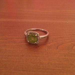 Jewelry - Peridot, silver and diamond ring