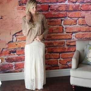 ⬇️Cream lace inset maxi skirt