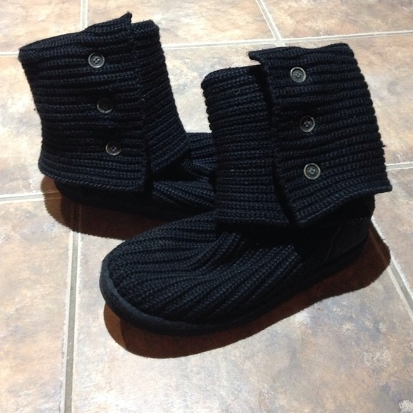 black sweater uggs