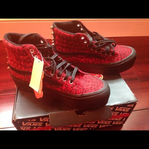 Sk8-Hi Platform studded sneaker! VANS! 91d9019024