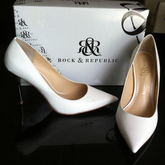 Rock Republic White Pumps 4 Gold Heels