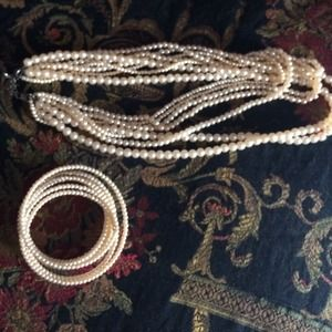 Pearl necklace and pearl bracelet