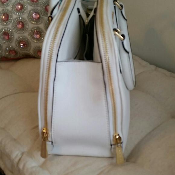 Michael Kors Bags - 💯 Authentic Michael Kors Handbag