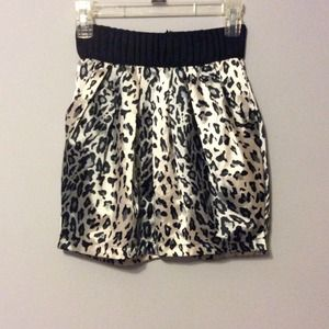 White and black leopard print skirt