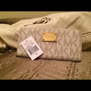 Michael Kors Jet Set vanilla PVC zip around wallet