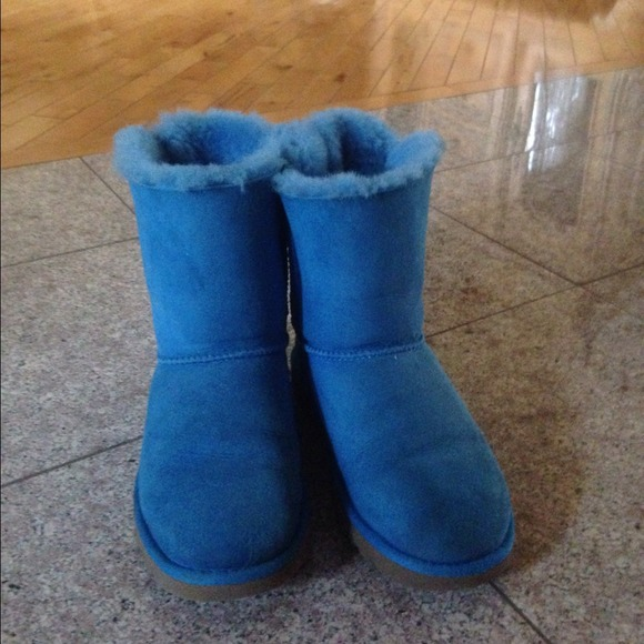 bailey bow uggs light blue