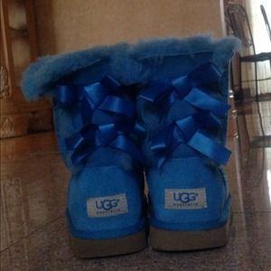 85407567277 bright blue bailey bow uggs