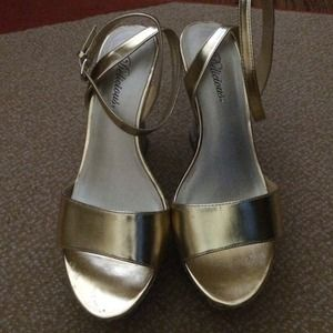 Shoes - Gold Wedge sandals!
