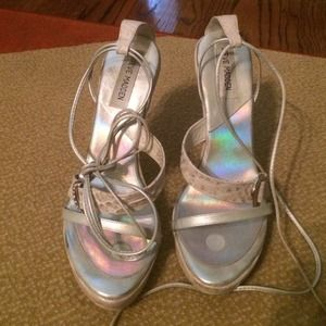 """""""Throwback 90s 00s trend"""" High heels with platform"""