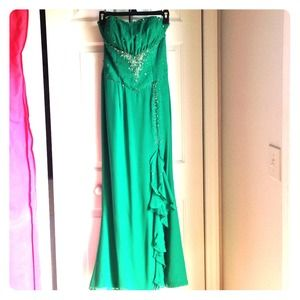 Mary's Emerald Green Prom Dress
