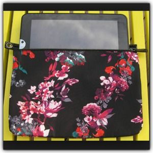 Kirna Zabete Handbags - Cute floral wristlet/pouch
