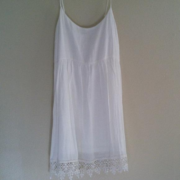 ec2543fd824a White dress with lace bottom. M 53ed530d2d249074ce0005b5