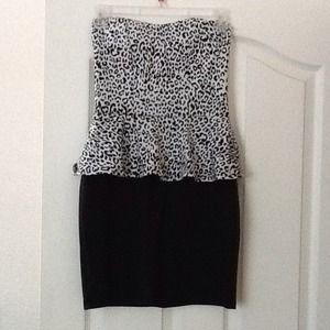 Dresses & Skirts - Strapless animal print dress