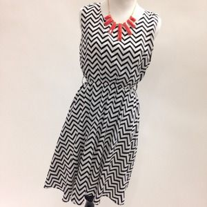 Fuchini Dresses & Skirts - Black and White Chevron Dress