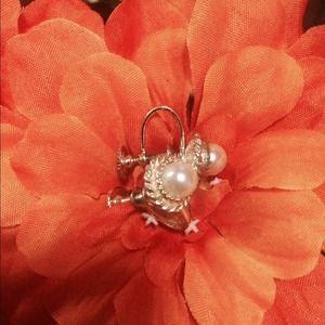 Jewelry - Vintage white Pearl earrings