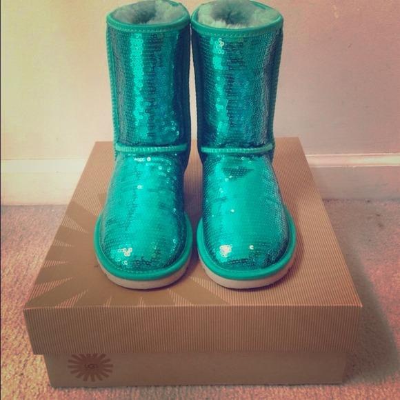 278e571a40b Size 5 unworn Green sparkle Uggs