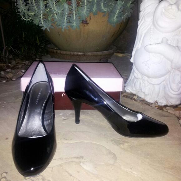 Bandolino Shoes - FLASH SALE! NWT Bandolino Blk Patent Leather Heels