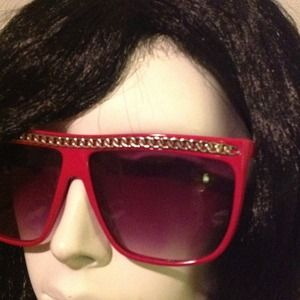 Quay Accessories - FUSCHIA...TOP OF THE CHAIN SUNNIES