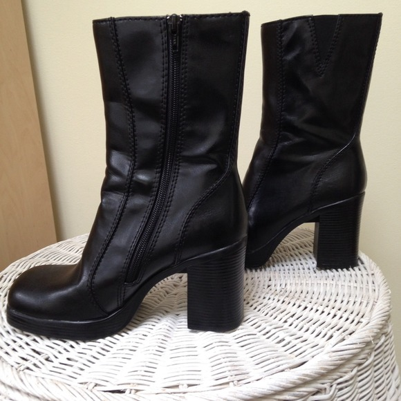 9559267a6f8b4 Vintage 90s Chunky Black Boots *NWOT*