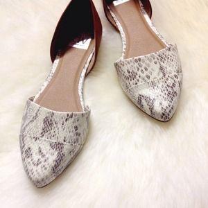 e33d94eb027 Dolce Vita Shoes - 🎉HP🎉New Dolce Vita Snake Flats!