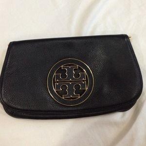 649f66a473e Tory Burch Bags - Tory Burch Amanda Logo Crossbody