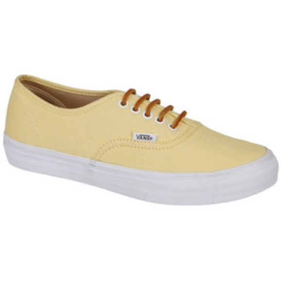 a0a870958db549 Yellow vans w  leather laces. M 53ed8d59de4f28042e01efae