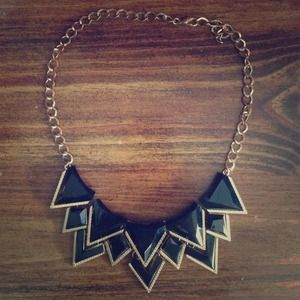 Statement necklace - black triangles