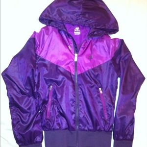 Nike Jackets   Coats - Nike Women s Windrunner jacket d6b3f5083