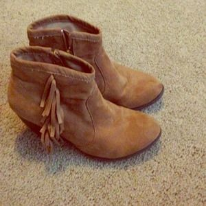 Boots - light brown suede fringe ankle boots