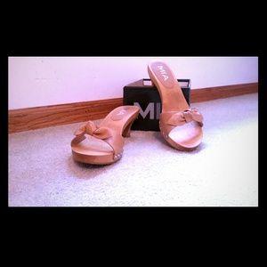 MIA wooden sandals