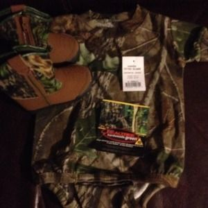 NWT RealTree Camo Onesie & Boots sz 2 shirt