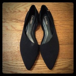 Size 6 Calvin Klein pointy toe flats