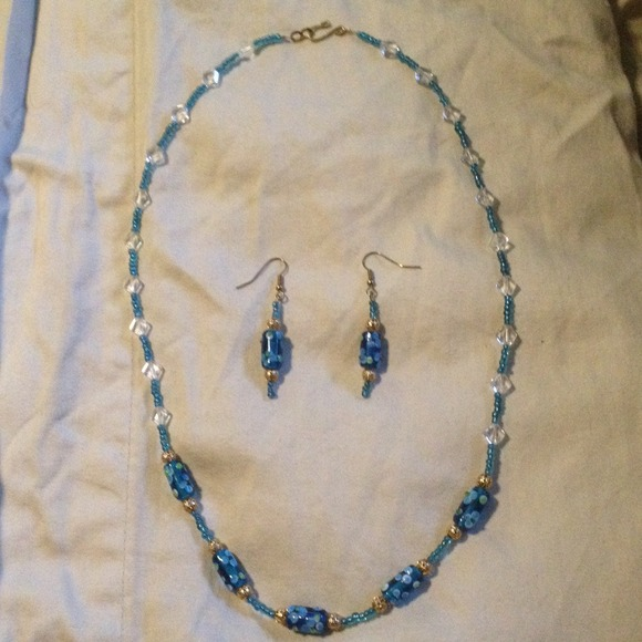 50 jewelry blue gold clear beaded necklace