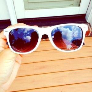 White Ray Ban Wayfarer Sunglasses