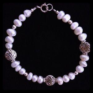 Jewelry - 🌸Freshwater Pearl Bracelet!