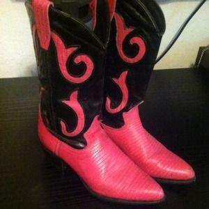 04b6b596669 Vintage hot pink and black cowboy boots
