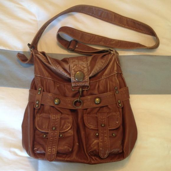 What kind of purse/handbag do you carry? : AskWomen