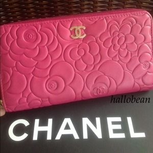 ❤️JUST SHARING! Chanel Fuchsia Camellia Zip Wallet